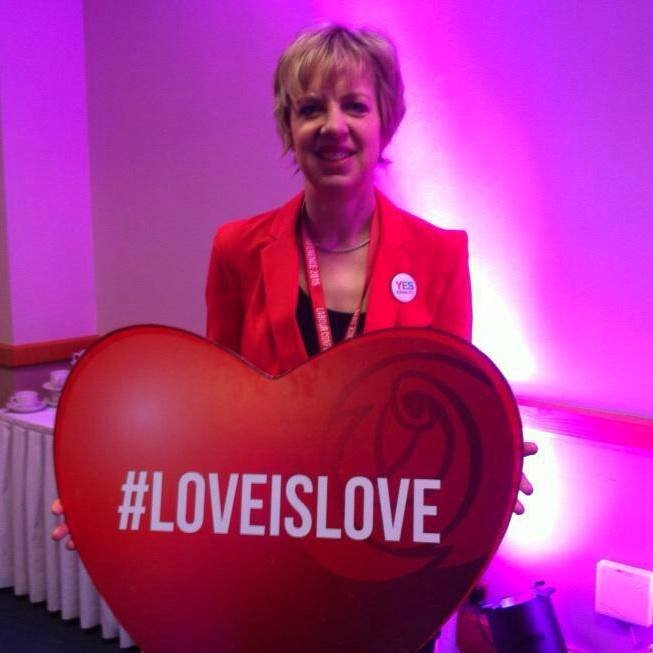 #LoveIslove.jpg
