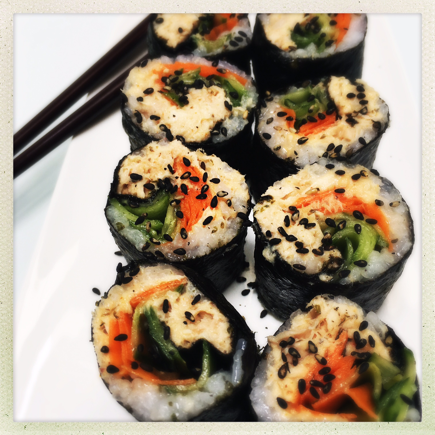 clean spicy tuna sushi rolls 3.jpg