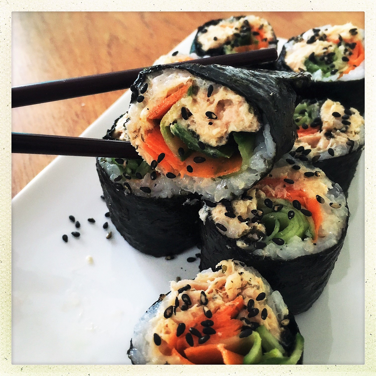 clean spicy tuna sushi rolls 8.jpg