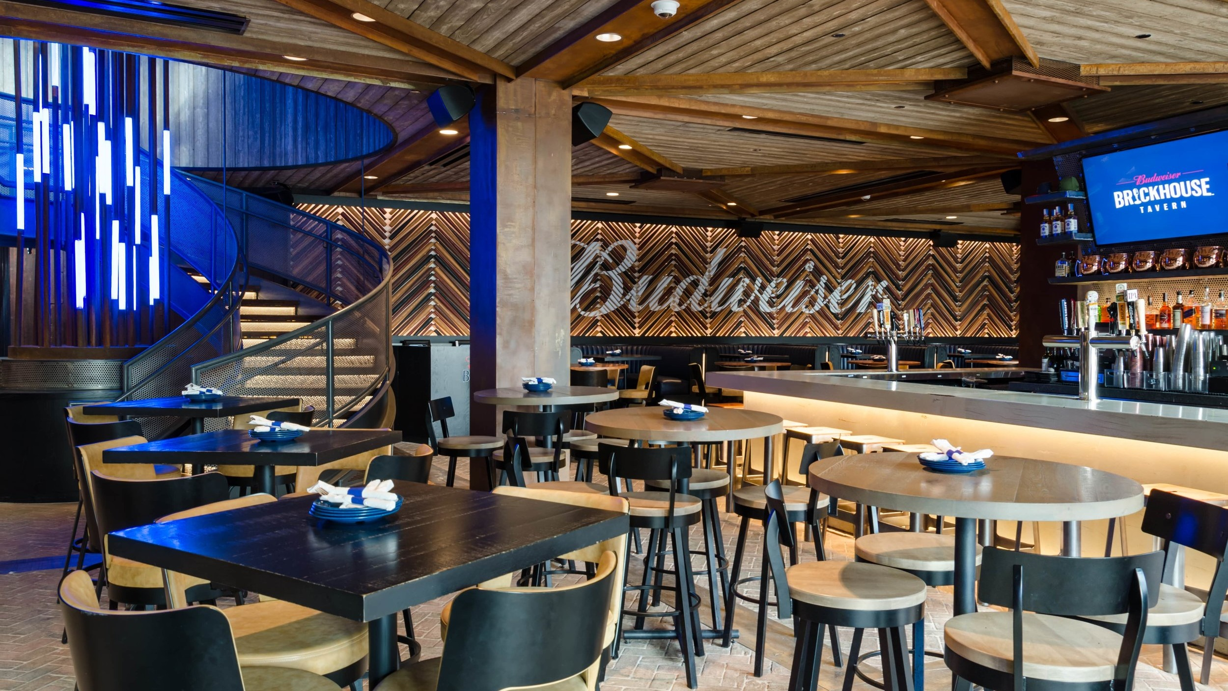 Budweiser Brickhouse Tavern - NEW TWISTS ON TAVERN-STYLE DININGAn elevated sports-dining experience with four expansive bars, two outdoor terraces and stunning views of historic Wrigley Field.