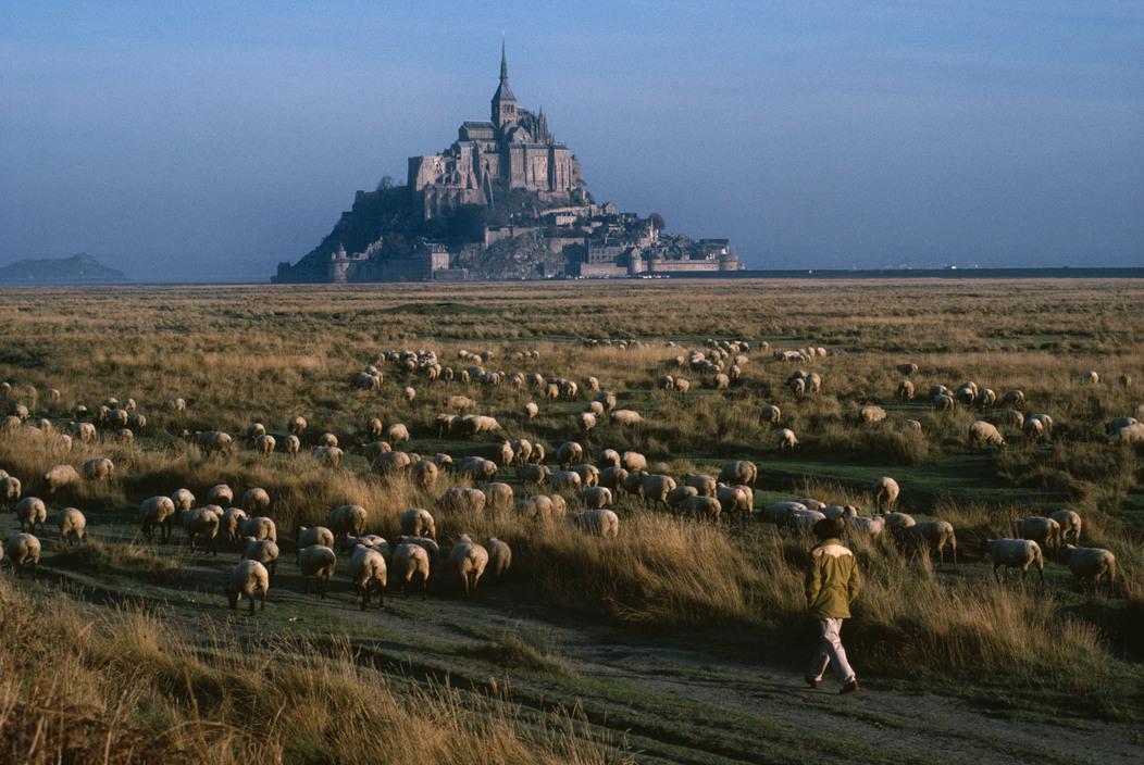 unrar :       France 1988. Normandy. Mont-Saint-Michel, Bruno Barbey.