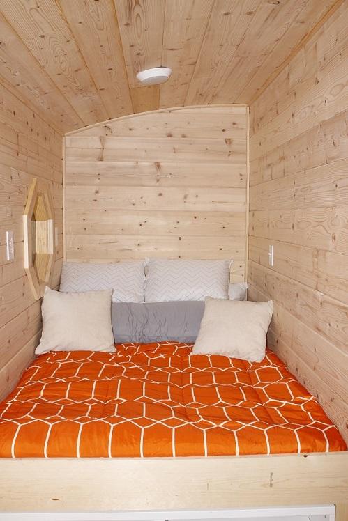 bed ceiling.jpg