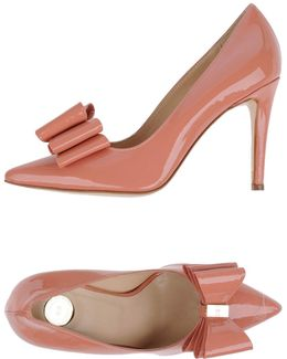 elizabettafranchi - court heels with bow detail - deals in high heels - corporate fashion blog