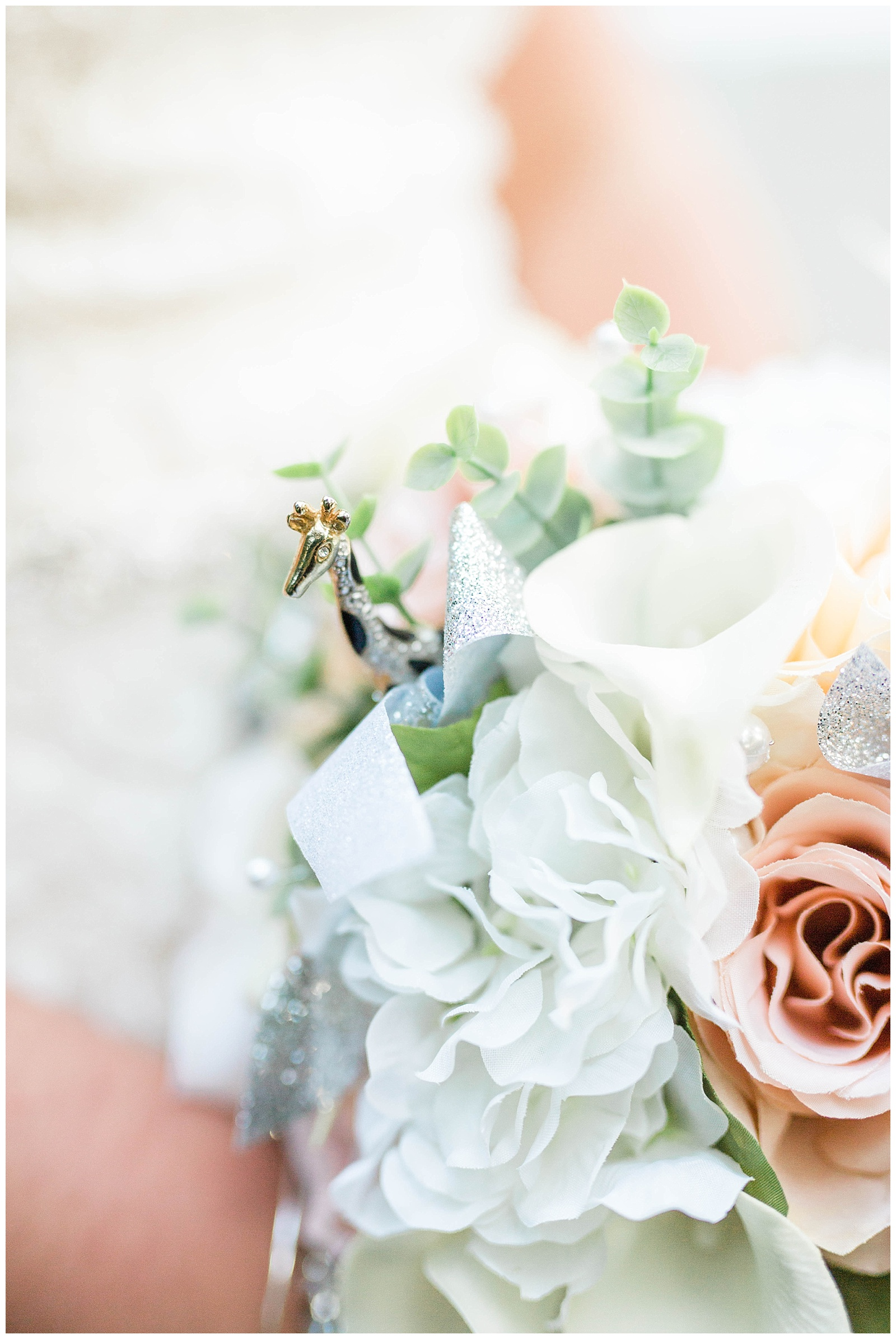 You will see giraffe's in some of these picture and you may wonder.. why. Well, Giraffe's were Liz's mom's favorite animal! I absolutely LOVE how Liz had every detail covered and found so many ways to incorporate her mom throughout her entire day!