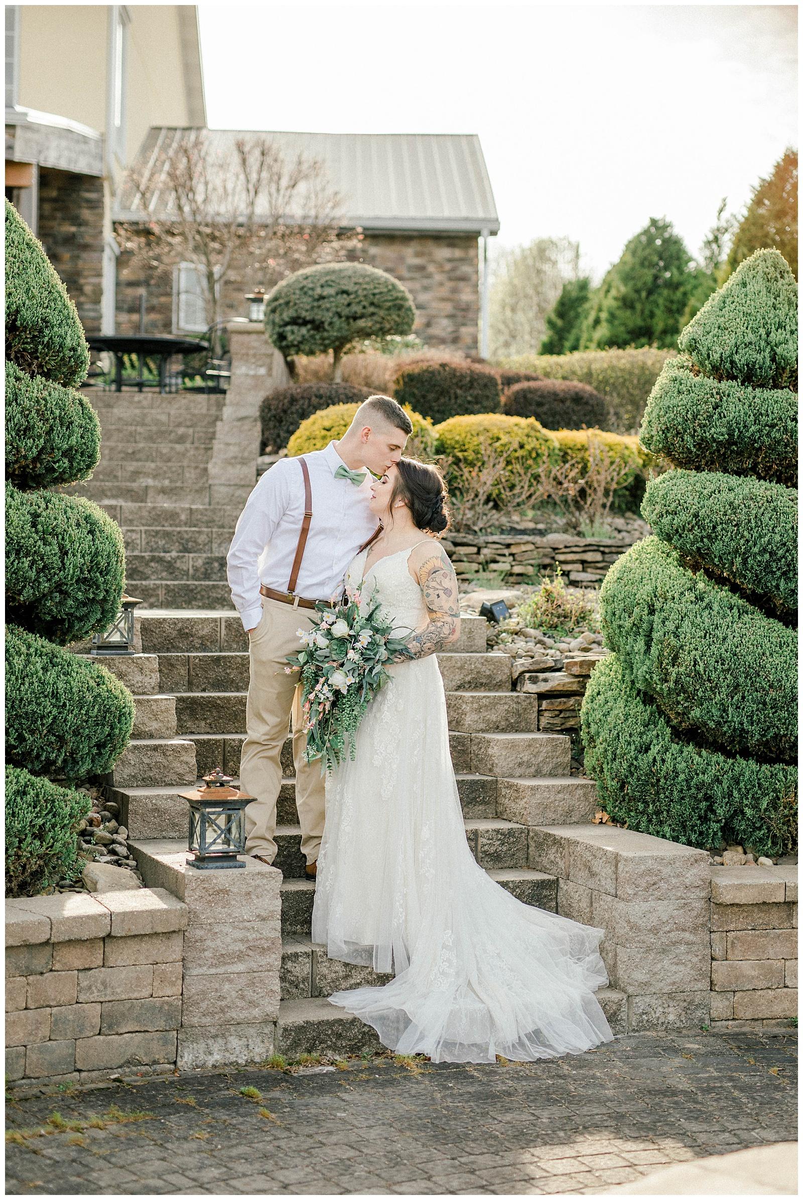 Lewis-Kara-Blakeman-Photography-Huntington-West-Virginia-Wedding-Barn-Olde-Homestead-37