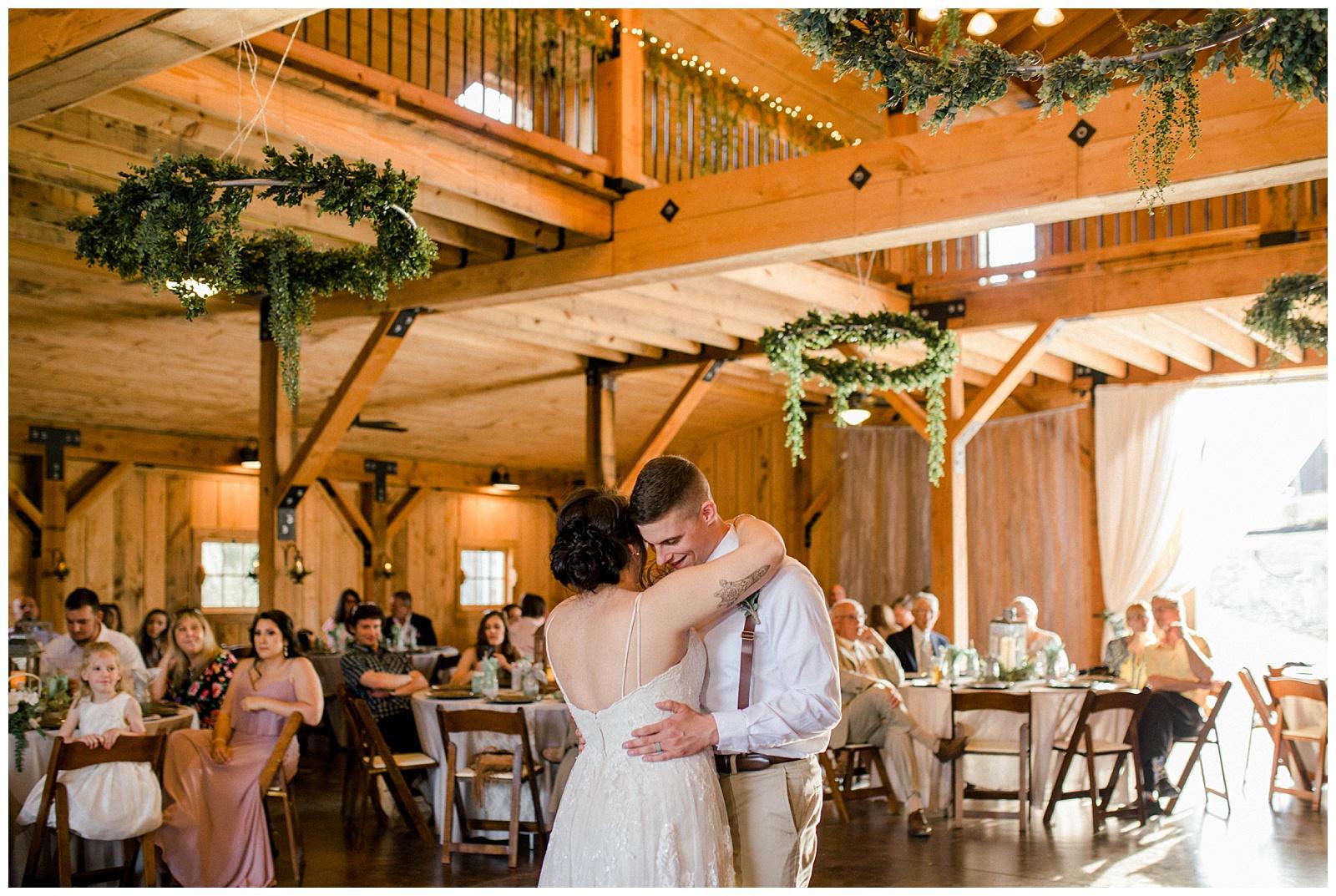 Lewis-Kara-Blakeman-Photography-Huntington-West-Virginia-Wedding-Barn-Olde-Homestead-48