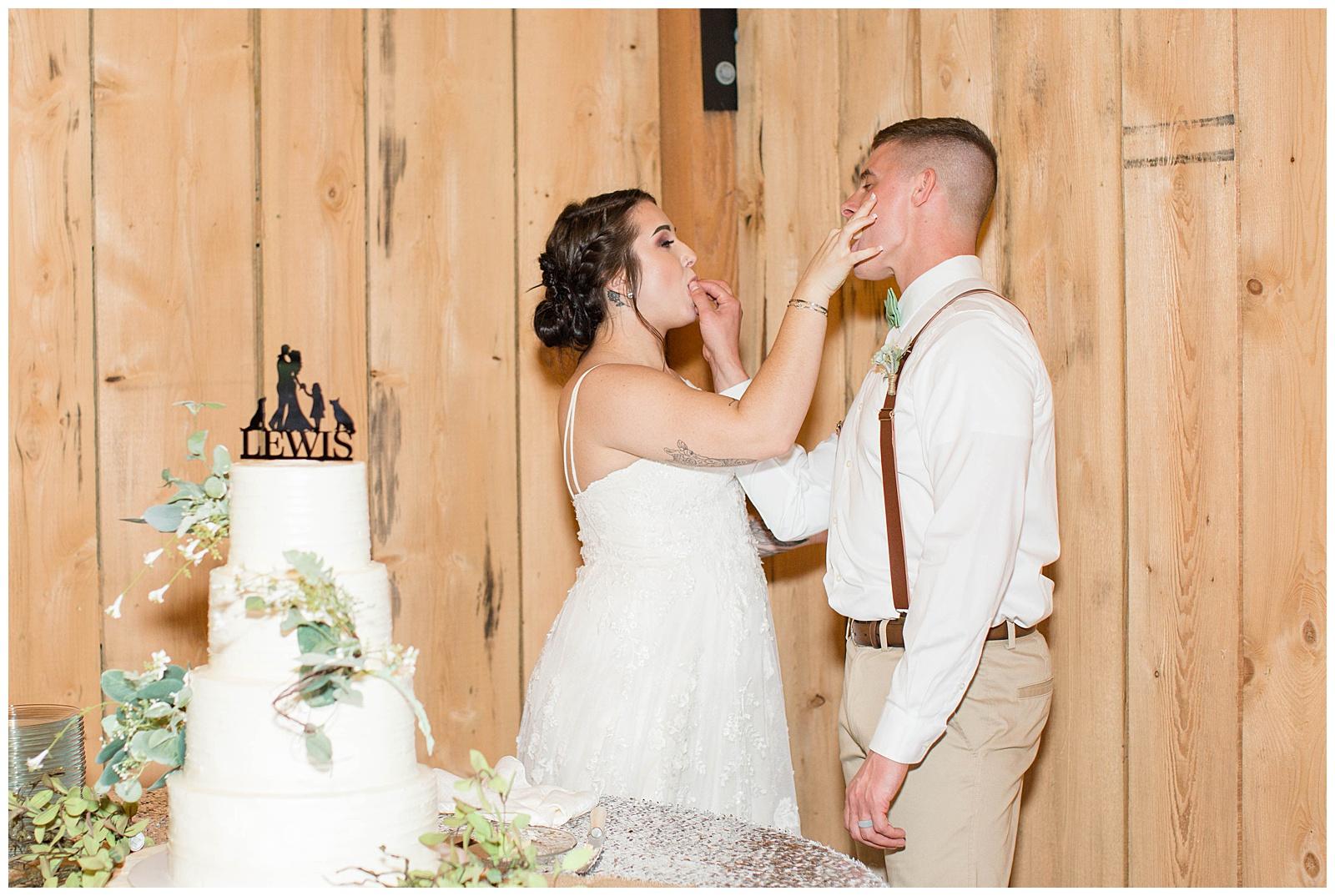 Lewis-Kara-Blakeman-Photography-Huntington-West-Virginia-Wedding-Barn-Olde-Homestead-60