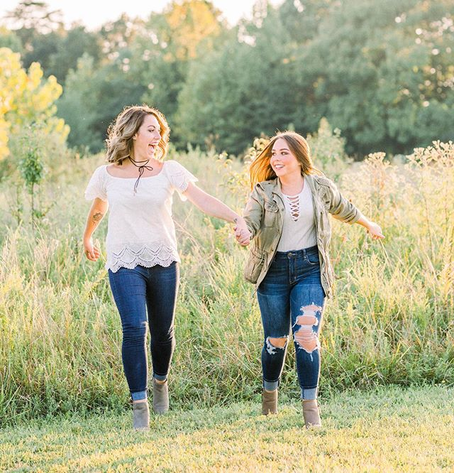 Running into the weekend like.... 🤪 . This is the first weekend off in months!! Well, I'm kind of off, We have an engagement shoot in the evening and a super fun bff session Sunday, but other than that: nada! I love, LOVE weddings.. but it really is nice to have a weekend day to utilize a reset so we can go into our last leg of wedding season focused and ready! 💪🏻 . Ps.  Most people look cute when they do this running shot.. I, on the other hand, do not 😅. And although @hannahbaby0318 looks super gorgeous here.. y'all should see the outtakes. But, I'll save her and we will keep the fun aimed at me! Photo: @rochacophoto , edited by me, facial expression credits: cheerleading 😂😂 #karablakemanphotography #runningintotheweekendlike #cheerfacials