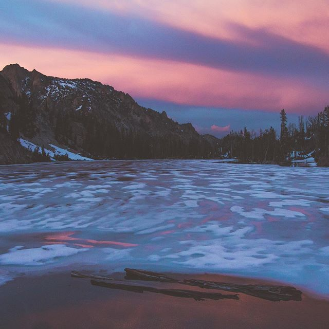 Cotton candy skies #idaho #stanleyidaho #sawtoothmountains #sunsets #idahoexplored #idahogram #visitidaho #diycamper #campervan #vanlife