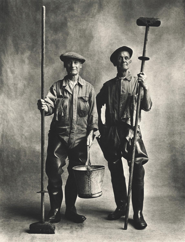 Lorry Washers, London, 1950 platinum palladium print image, 19 1/4 x 14 5/8 inches © Condé Nast (Br.)