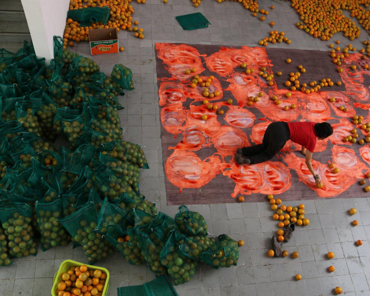 Carmen Argote, Manéjese Con Cuidado, 2019. Public action: PAOS GDL, the Museo Taller José Clemente Orozco, Guadalajara, Mexico. Courtesy the artist. Photo: Itzel Hernández Gómez