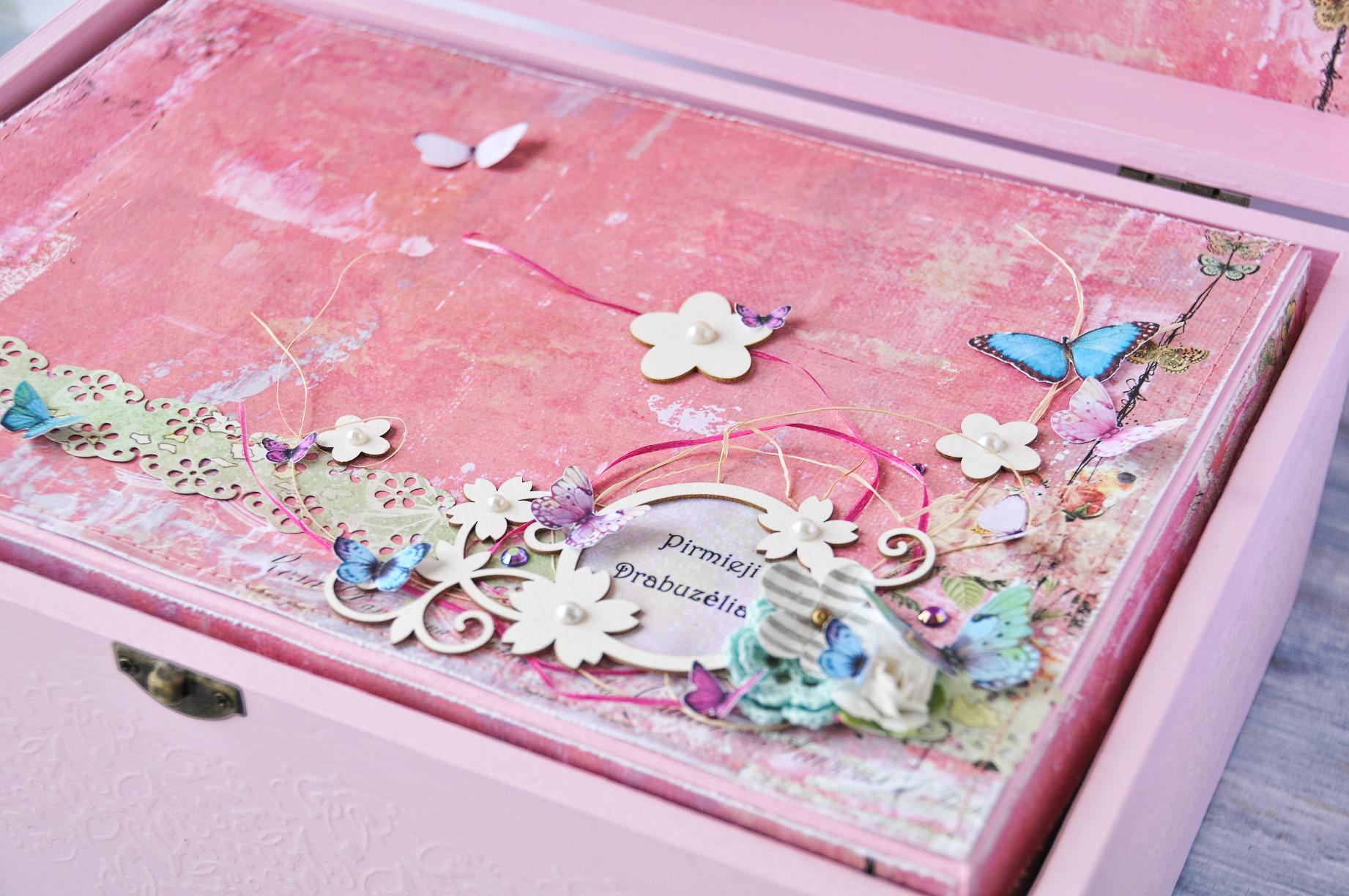 pink-flowers-butterflies-baby-girl-keepsake-box.jpg