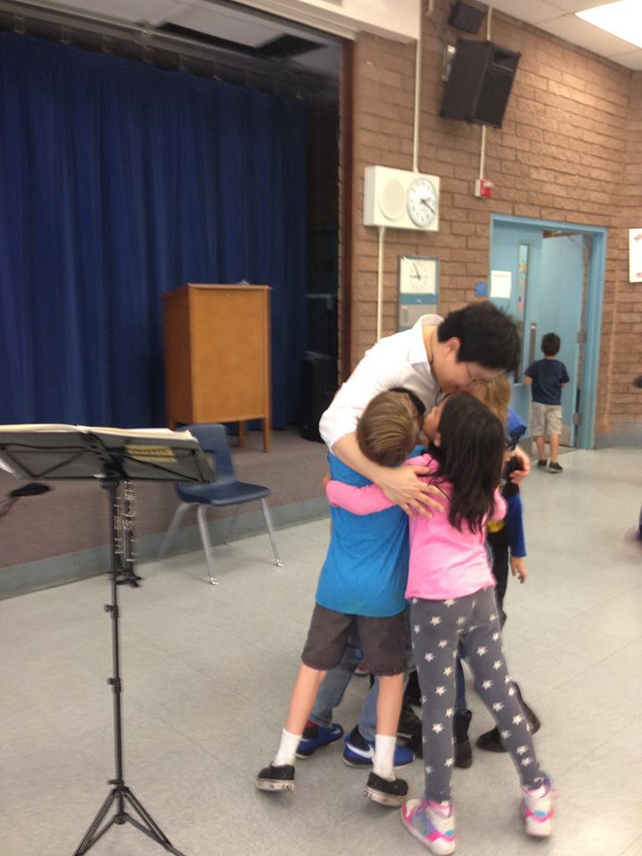 Music JuiceBox Series artist gets a hug from first graders