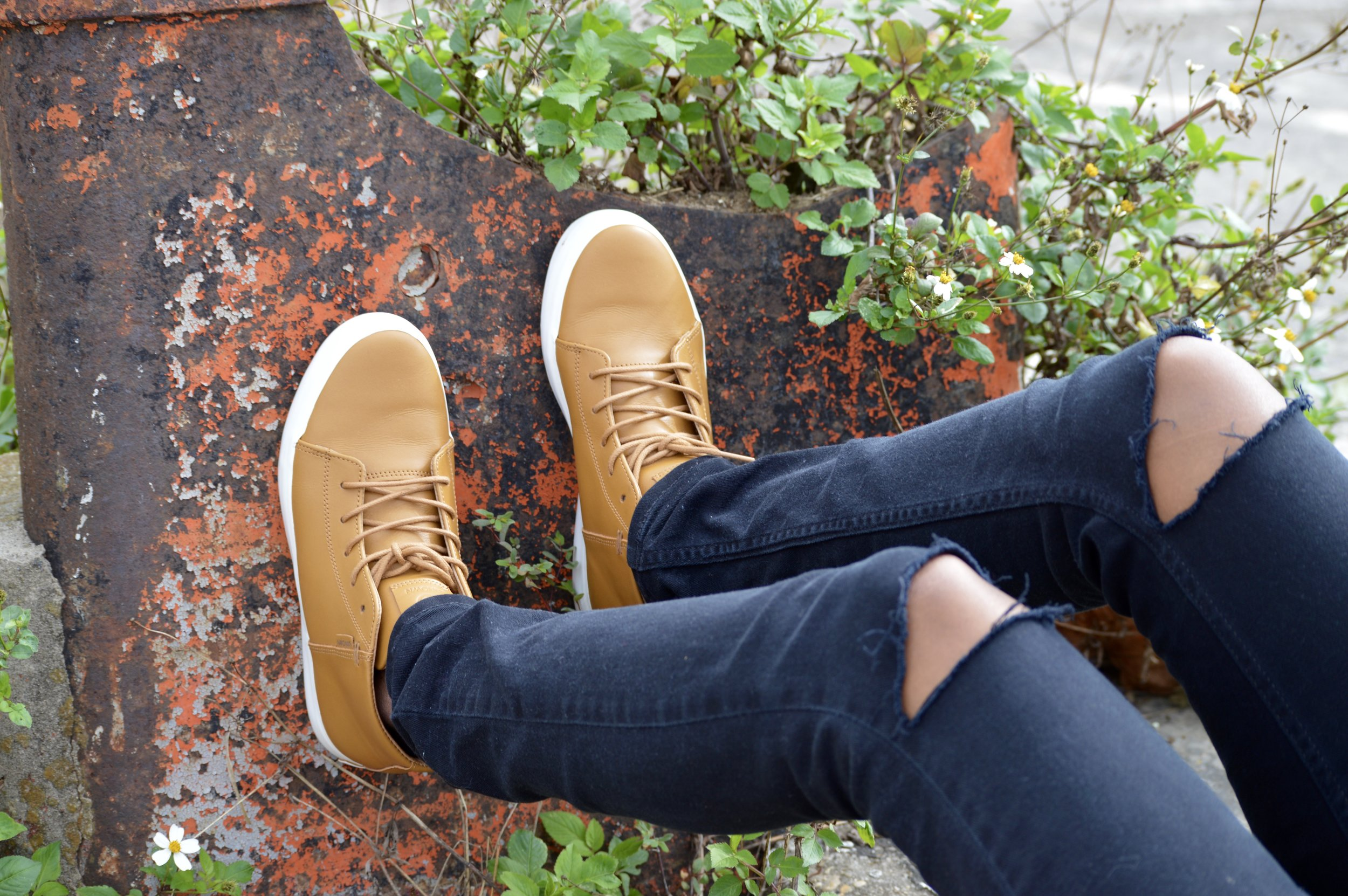 black distressed jeans brown leather sneakers