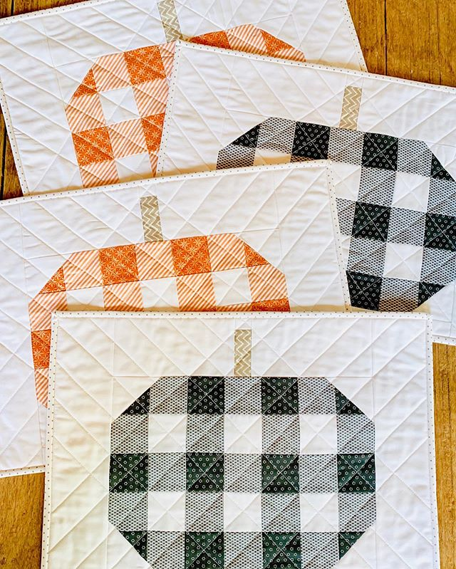 51 degrees this morning and the slippers made their seasonal debut last night—it's officially time for all things fall! Including these adorable plaid pumpkins, which I can't get enough of. Many thanks for the fab pattern, @centerstreetquilts! 🧡 #pumpkins #plaidpumpkins #plaidpumpkinsquilt #centerstreetquilts #falldecor #gingham #🎃