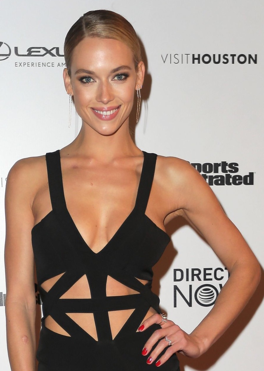 Makeup on Sports Illustrated Model Hannah Ferguson