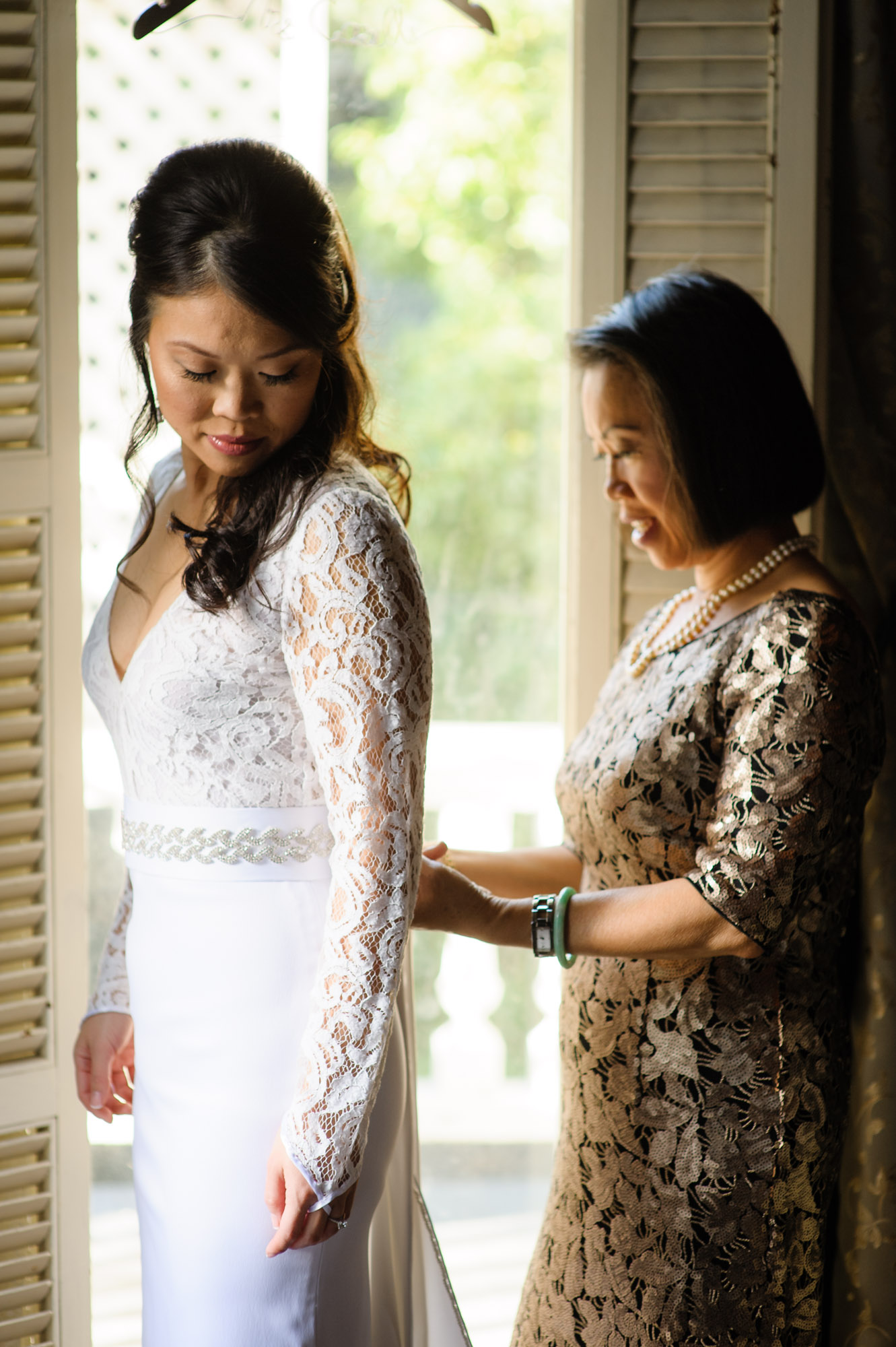 Bride and mother at Wedding at the Column Hotel, photographed by Scott Myers