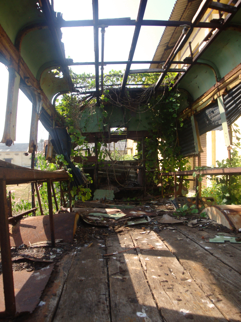 abandoned-bus4.jpg