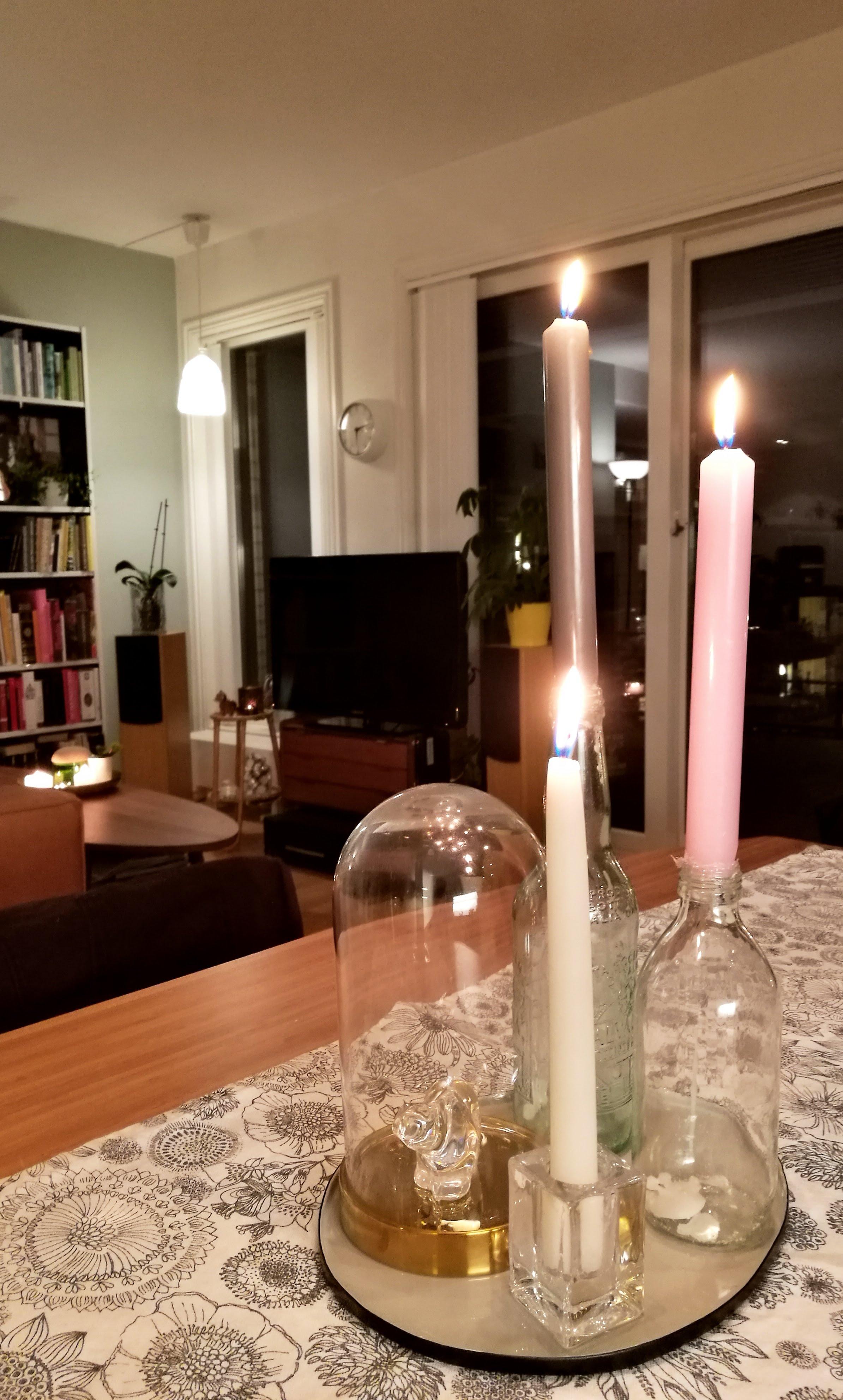 Interiør kan være ganske vanskelig noen ganger, bare å klare å sette sammen tingene man liker på stuebordet så det ser fint ut.