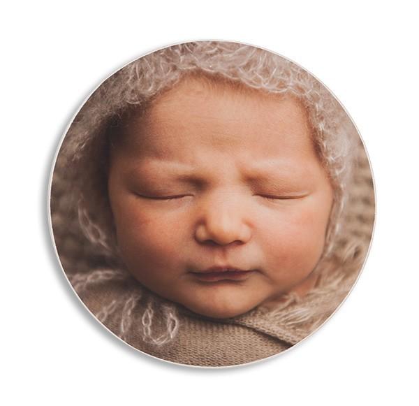 Hva med et bilde i sirkel? Passer ypperlig på babybilder!