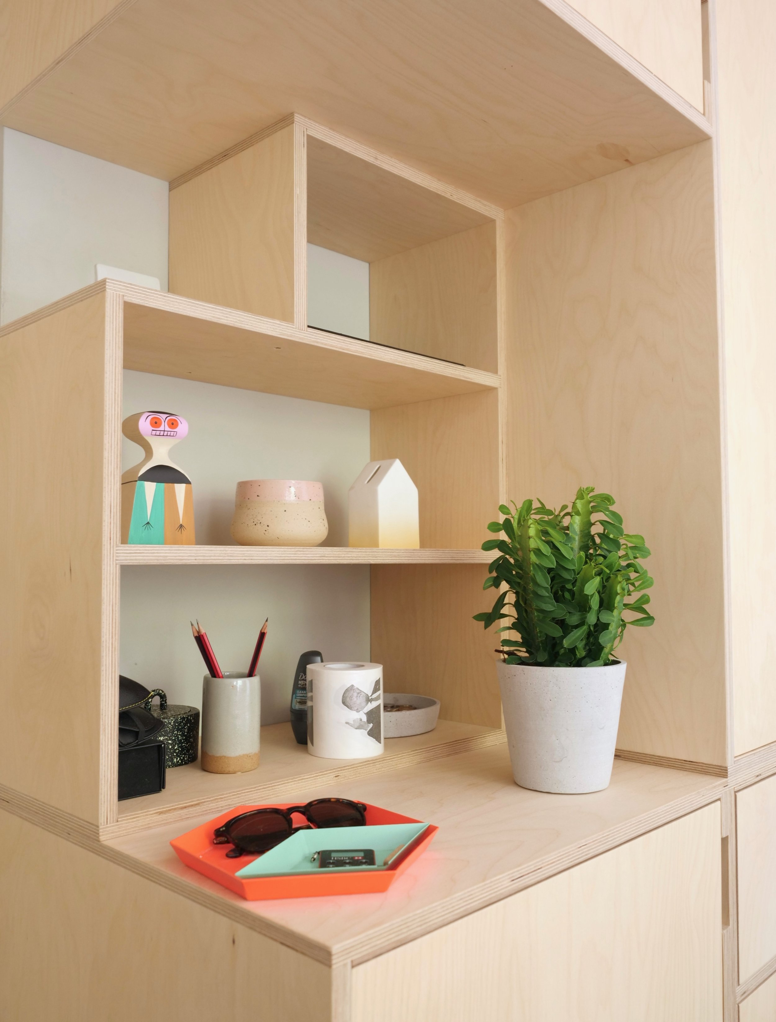 Access to the light switch helps break up the space and create a feature shelf