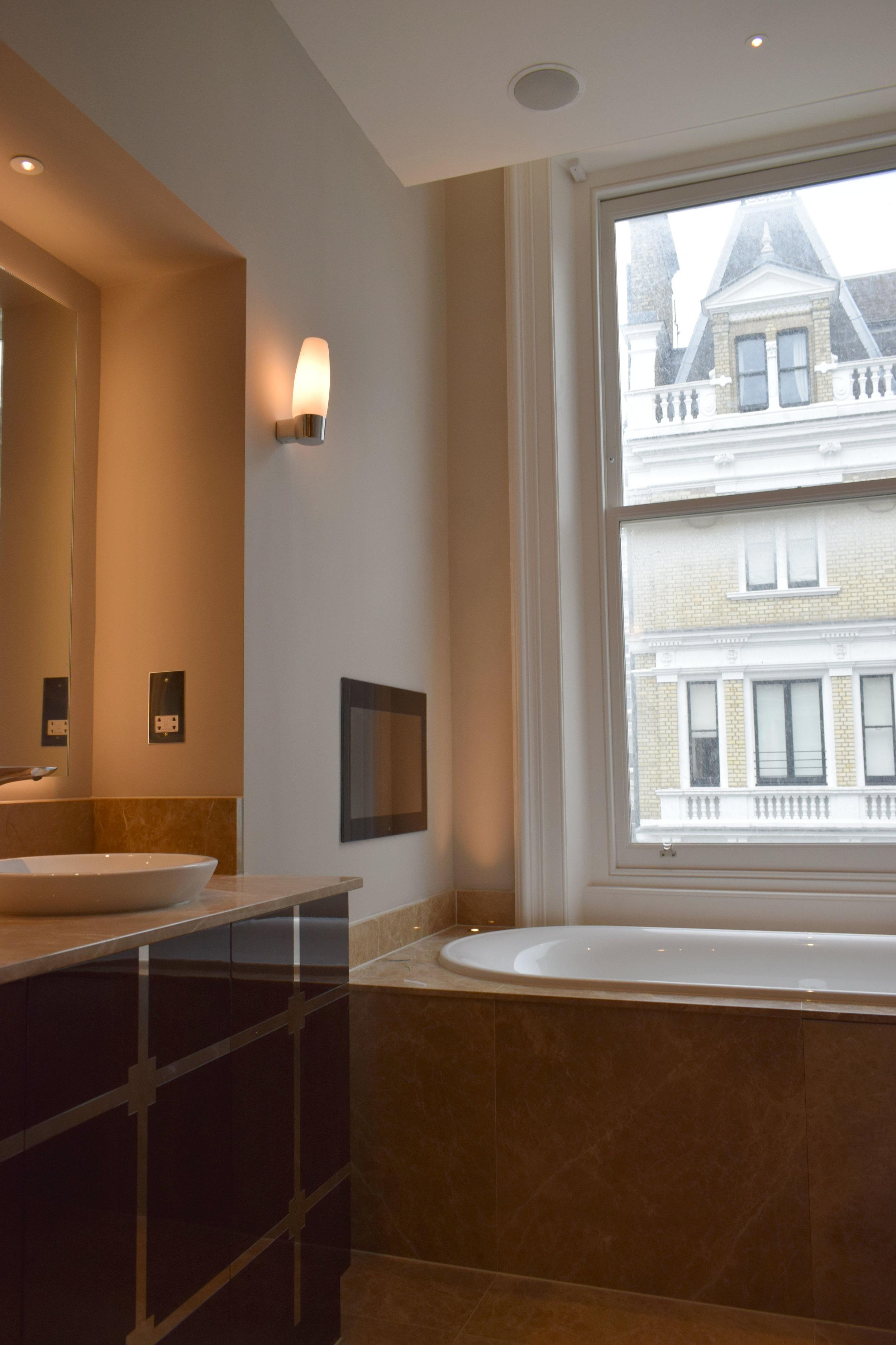 DSC_0089 Master En Suite Bath.jpg