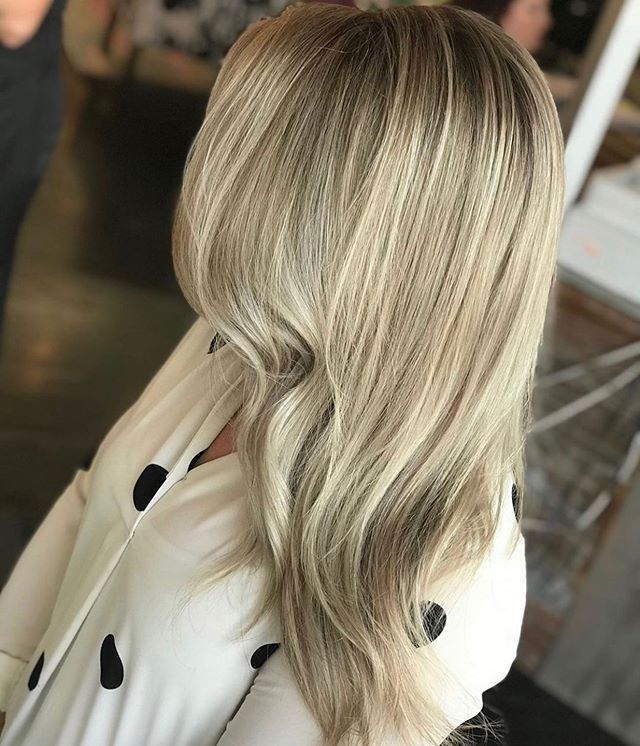 Low maintenance, rooted blonde 😍 • • • By @amandamanes_