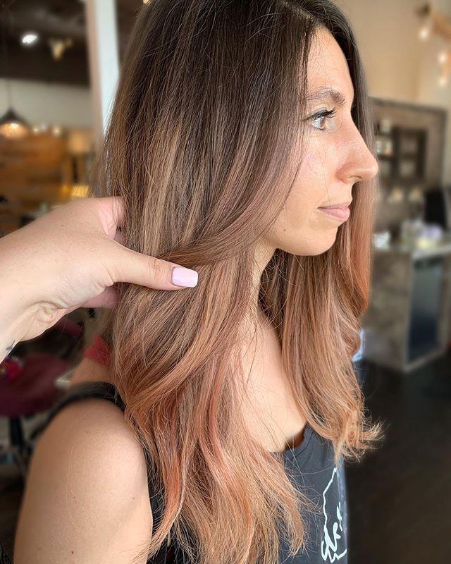 Dripping in rose gold 🌹 • • • By @hairbykrischeetah