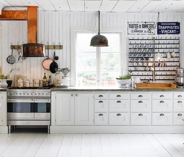Classic style of the Swedish Farmhouse - get the look!