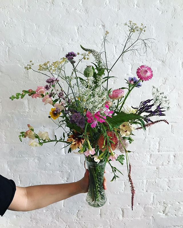 Summer bouquets bursting with seasonal stems - handmade by refugee women in Hackney 🌱 Head to @leilas_shop to pick one up and support our training programme 🌞