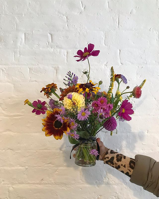 Our Autumn programme started today, full of the final flush of flowers of the British Growing Season. The hand tied bunches made by our participants will be available to buy at the lovely @leilas_shop for the next four weeks. Get them before they are gone! 💛🌼