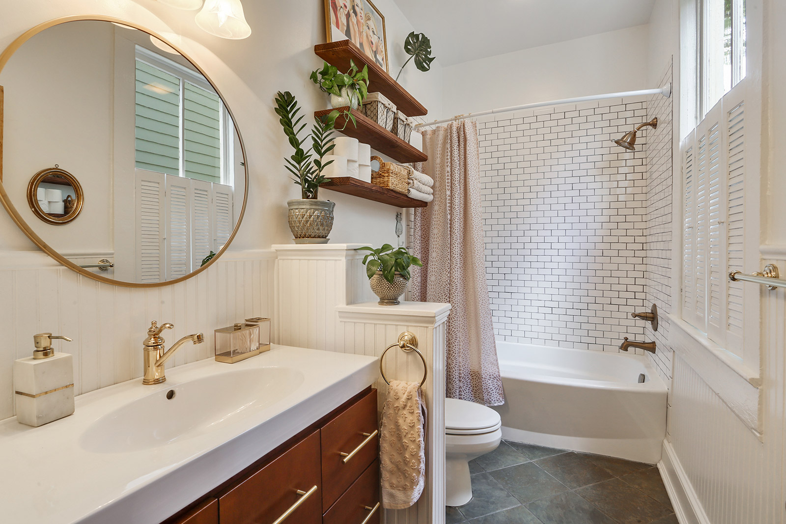 Scott St Bathroom.jpg