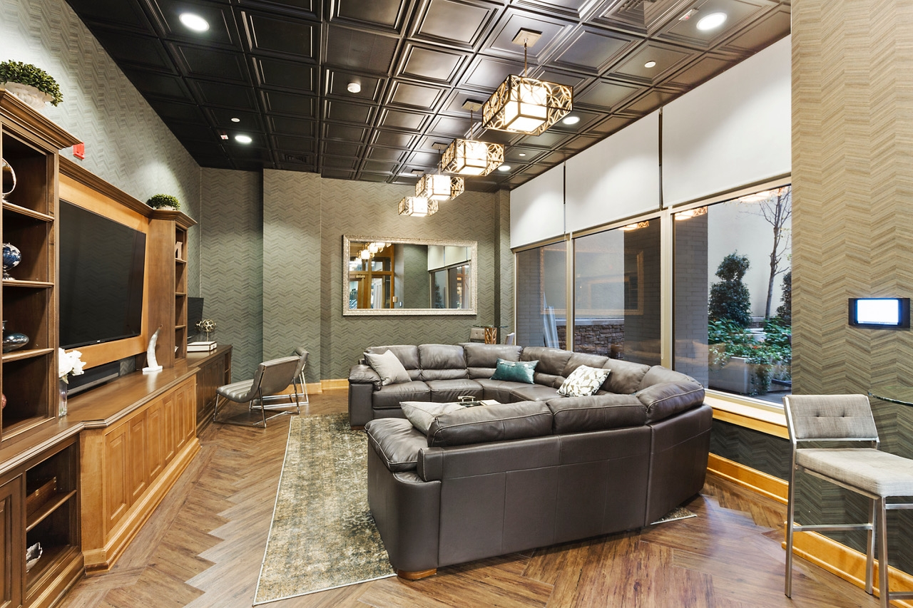 Resident Lounge - Enjoy a newly remodeled lounge with updated media center, great for meetings, small parties or just a fancy space to watch the game. Located conveniently next to the roof terrace. Enjoy WiFi, Cable TV and a new sound system.