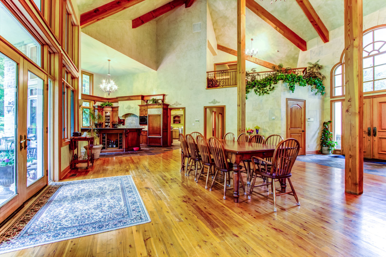 1050-16thSideroad - Dining Area - Keller Williams Referred Urban Realty.jpg