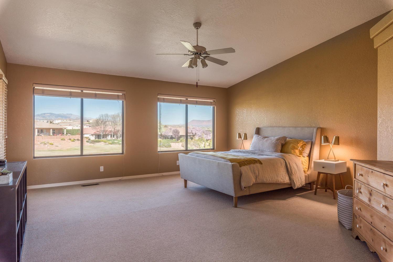 2092 fairway bedroom.jpg