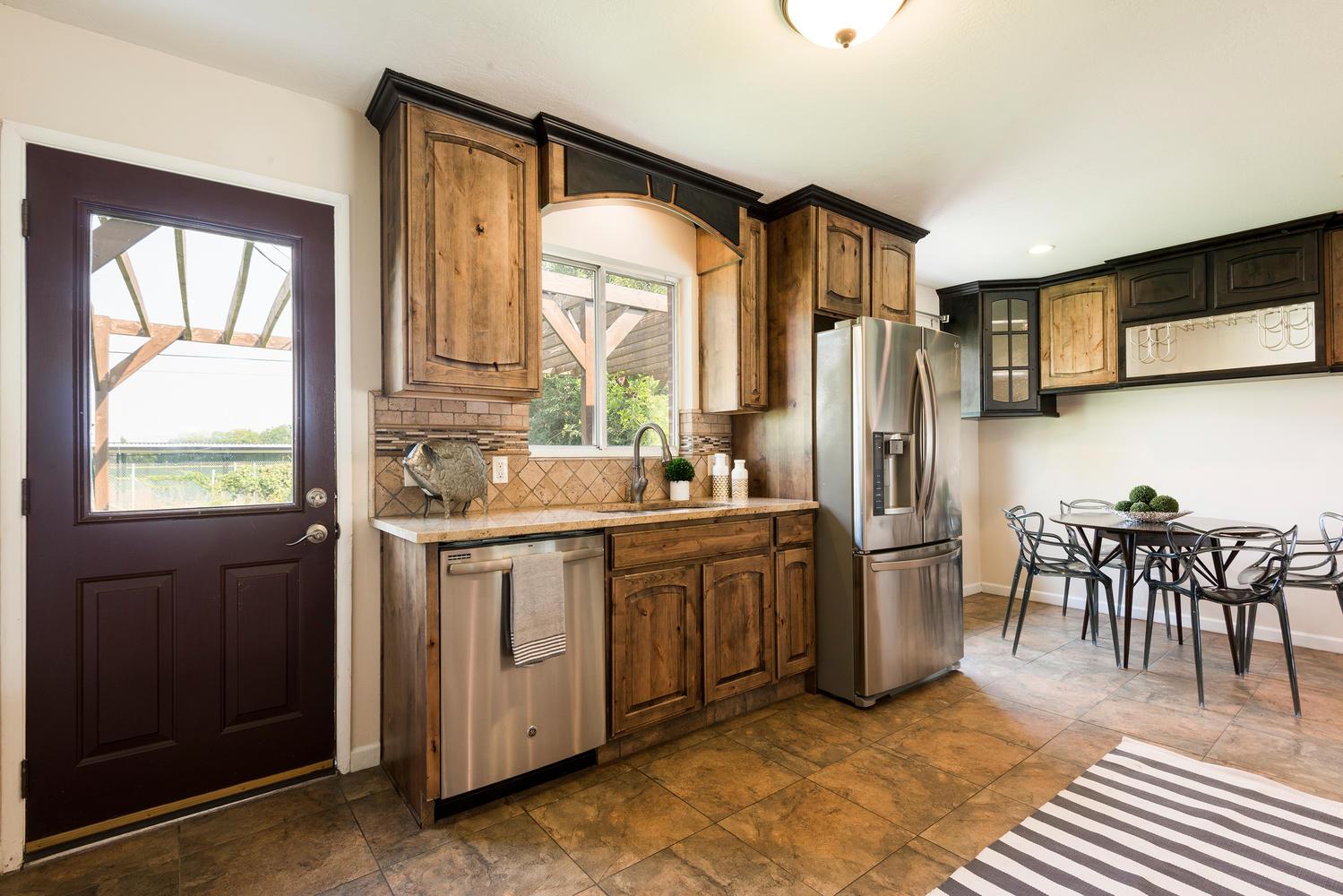 1423 E 5935 S kitchen2.jpg
