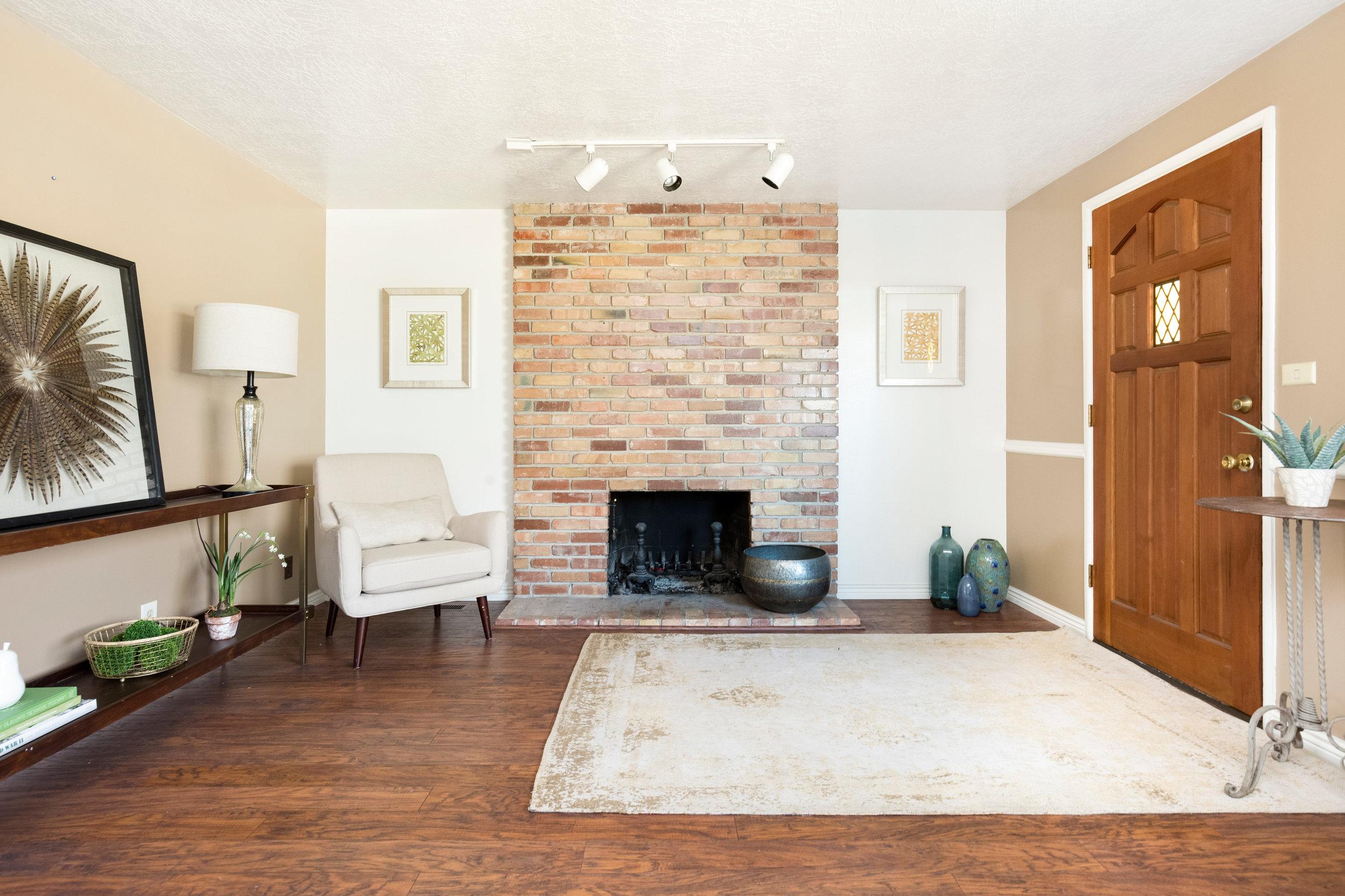 4275 Chegwidden fireplace.jpg