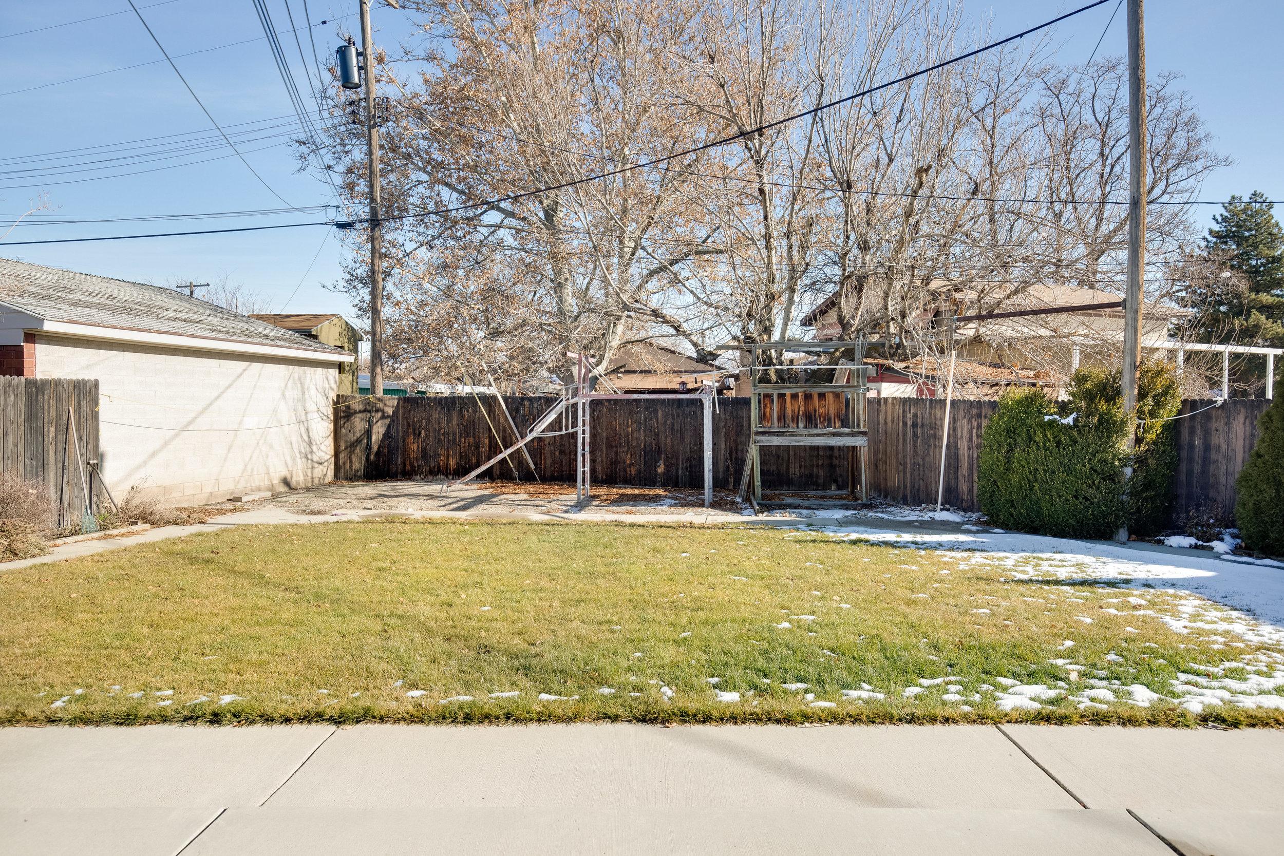 4275 Chegwidden backyard1.jpg
