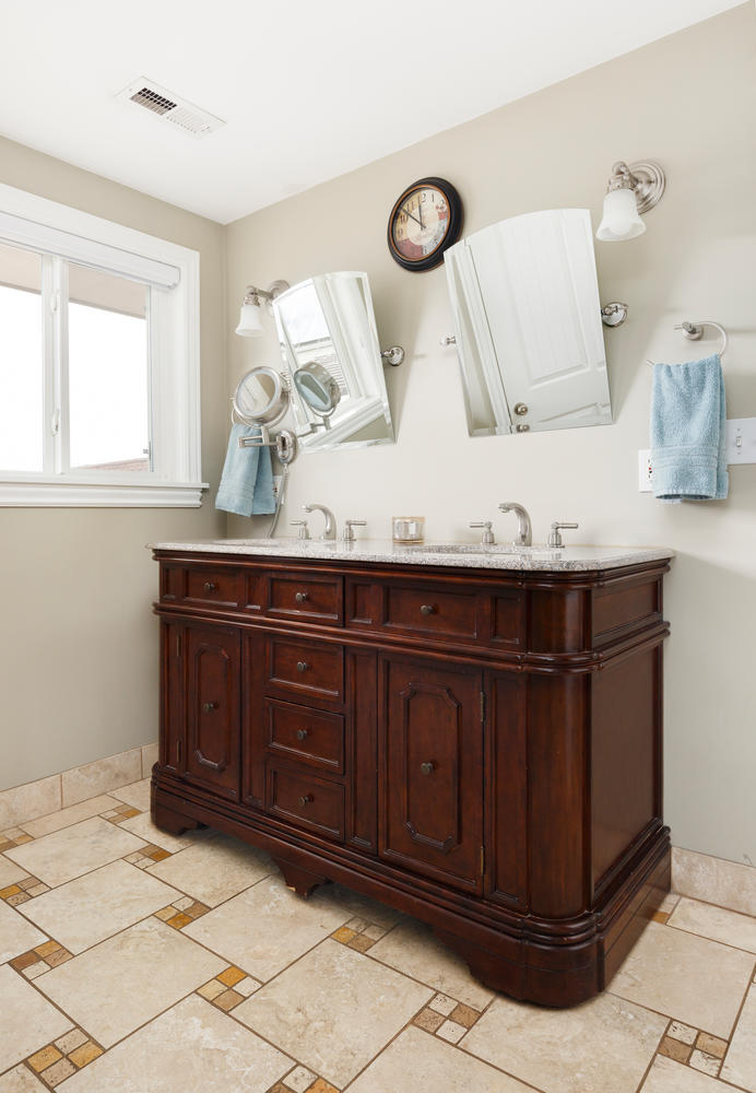 1652 yale master bathroom.jpg