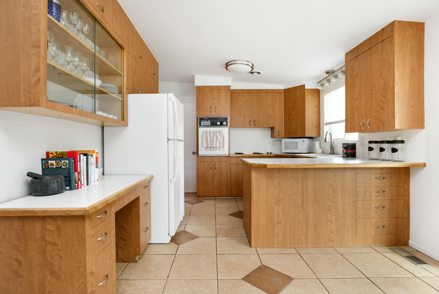 606 E 4350 Kitchen.jpg