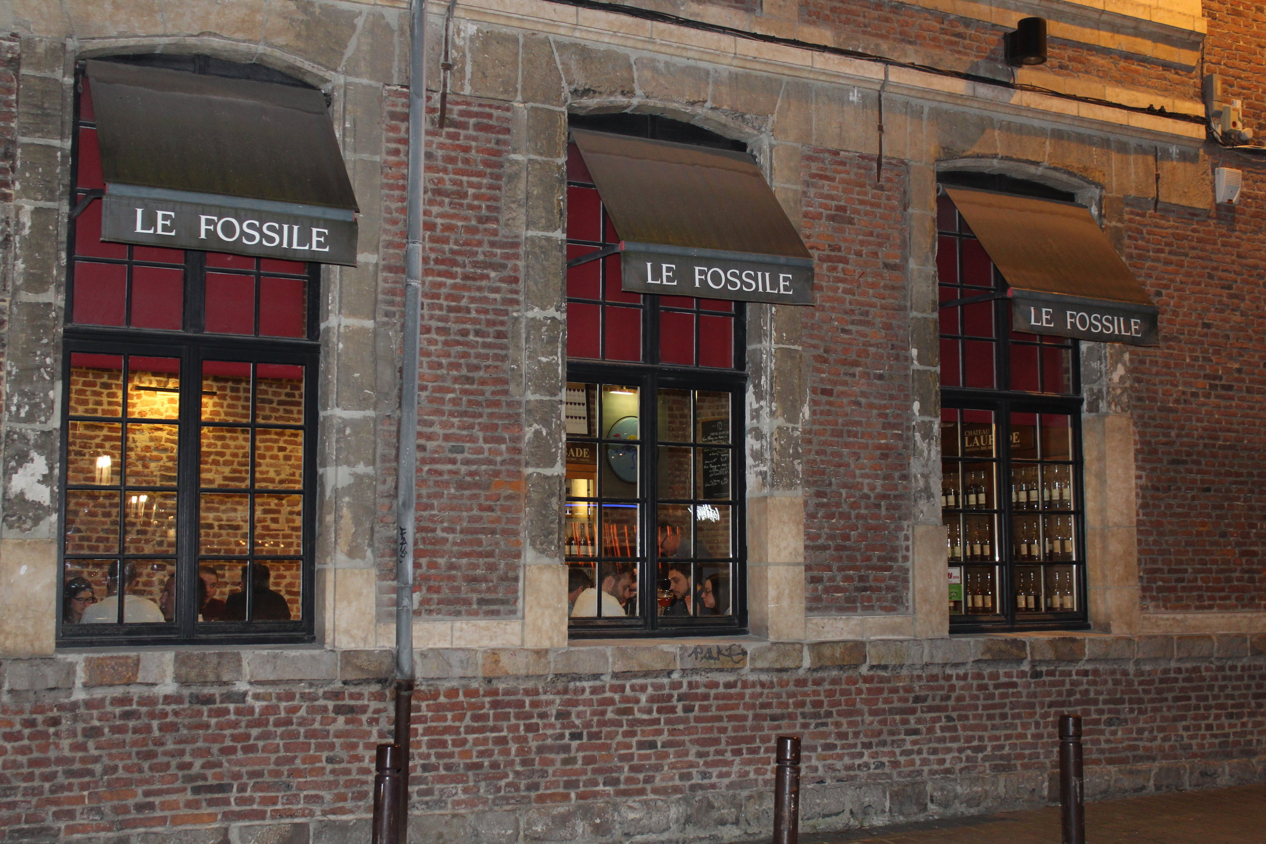 A warm ambiance greets you as you step into Le Fossile.