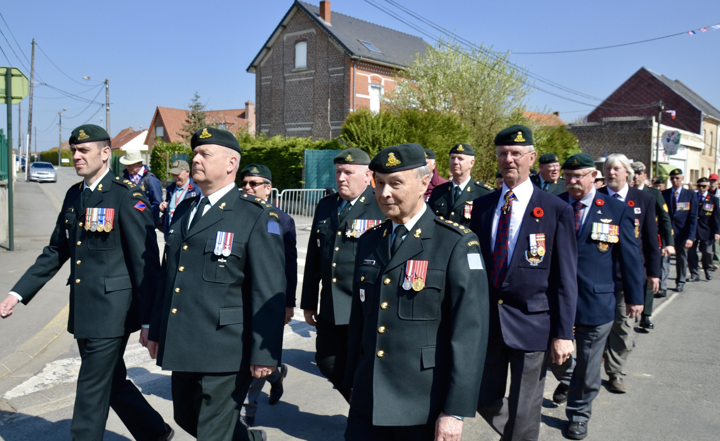 Gunners on parade: (left to right) LCol Sonny Hatton, HLCol Steve Gregory, HCol Charles de Kovachich, Maj John Stewart, HCol Dale Murray, LCol Lance Knox, MGen (retd) Stu McDonald, HCol John Irving, Brad Woolven, Scott Wisdahl, LGen (retd) Mike Jeffrey, LCol (retd) Bob Elliott. Photo courtesy of Major Richard Gratton.