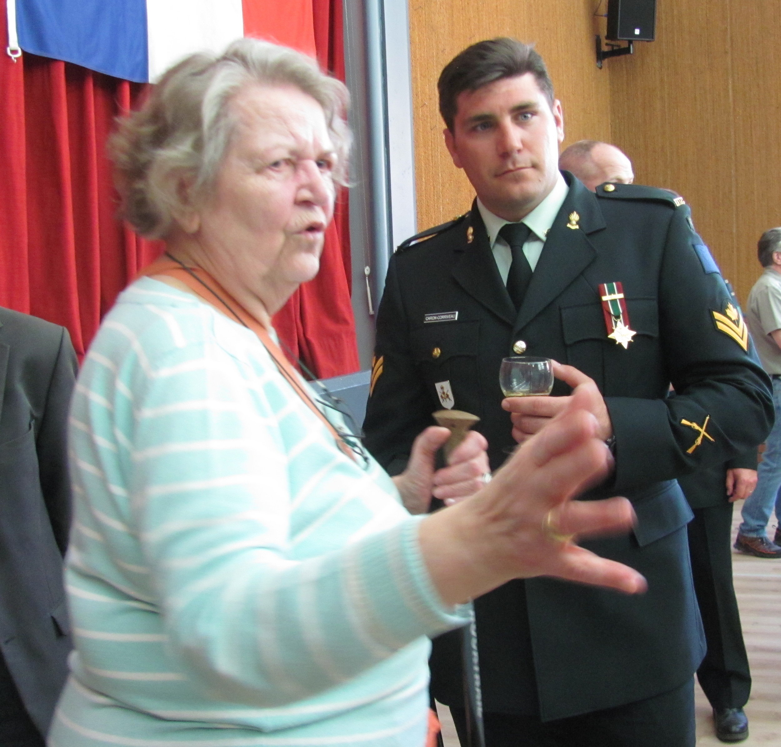 Master Bombardier Caron-Corriveau of 5e RALC speaks with local resident of Thelus at the photo exhibit.
