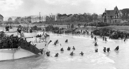 9th Canadian Brigade lands at Juno Beach.jpg