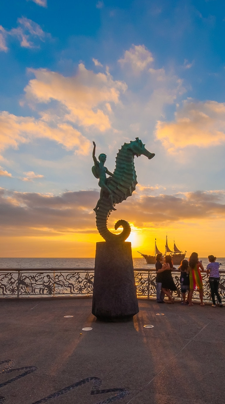 The Malecón, with its romantic seahorse sculpture, in Puerto Vallarta.