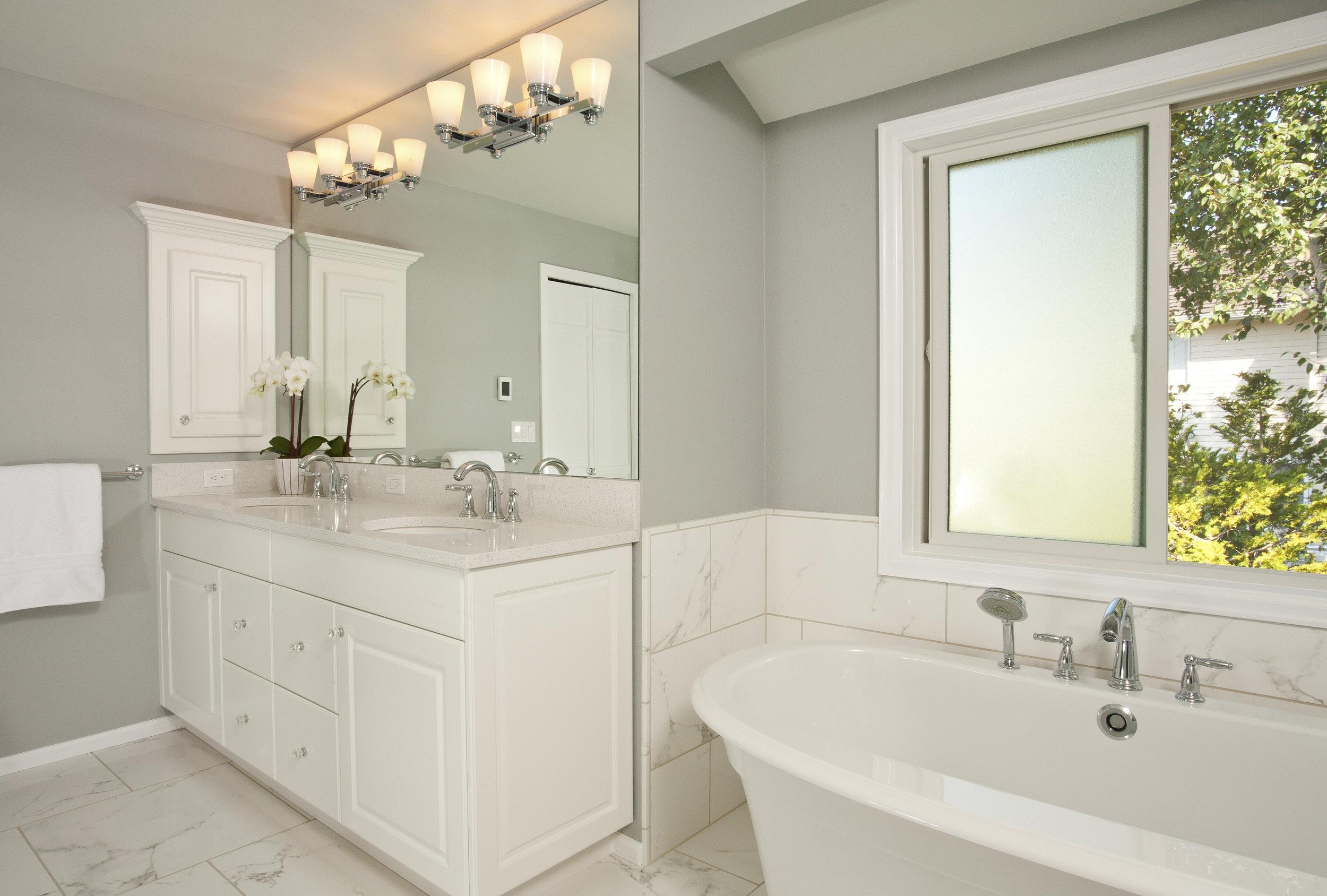 Bellevue Lakemont Traditional Master Bath 3.jpg