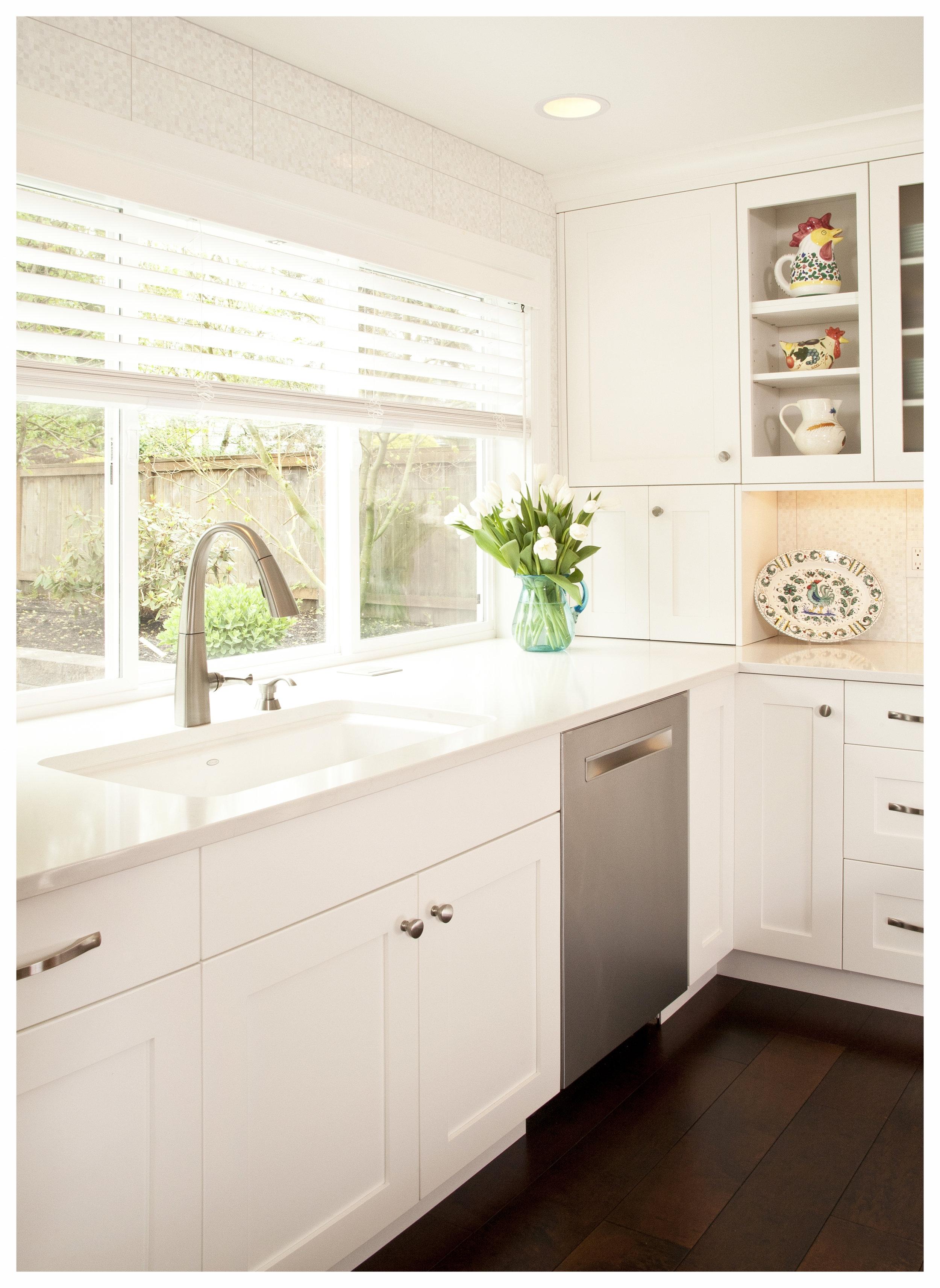 Bellevue Newport Shores Transitional Kitchen 6.jpg
