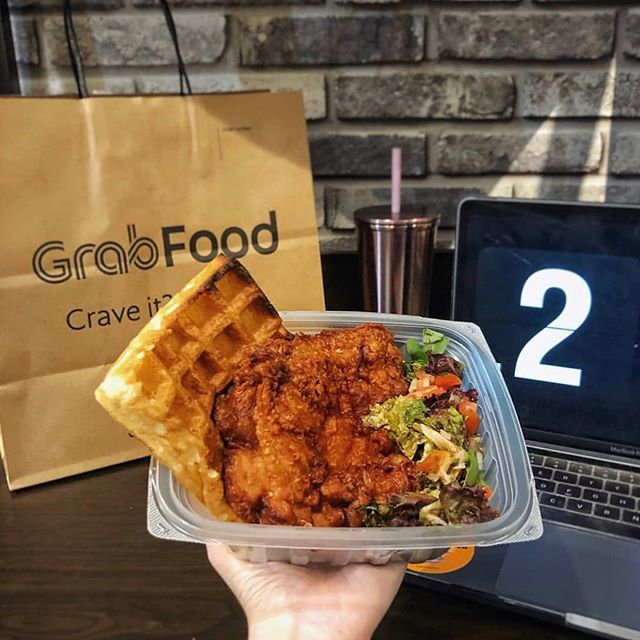 Let's talk about food 😛 And how life just got a lil bit simpler with the @grabfoodsg app migration. Have you tried it out? 👉🏼swipe to see who joined in on the collaboration! . . . #indiecollaborates #grabfoodbeta #sgfoodlover #sgfoodies #nomnom #singapore