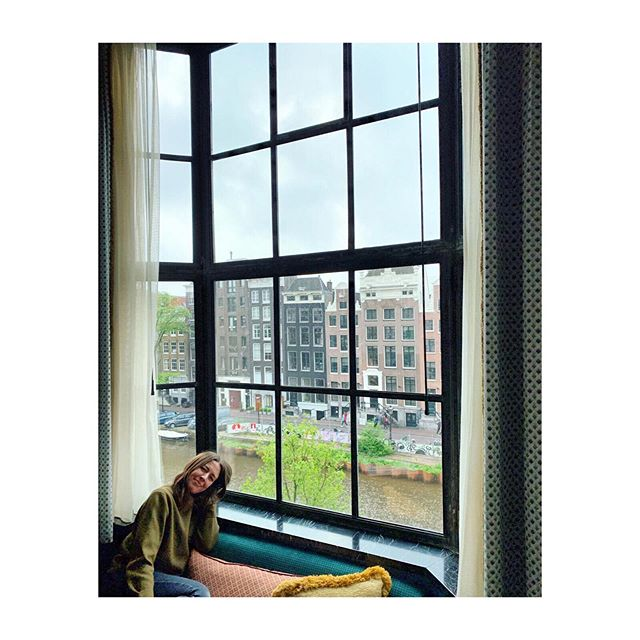Throwback to our Amsterdam break back in the Spring. The heat got way too much for me yesterday ... I think the Celtic in me prefers the cooler weather! 🥵 Such welcome thunderstorms this morning ⛈ Happiness is definitely a cosy window seat for me! #amsterdam #happiness #windowseat #cityviews