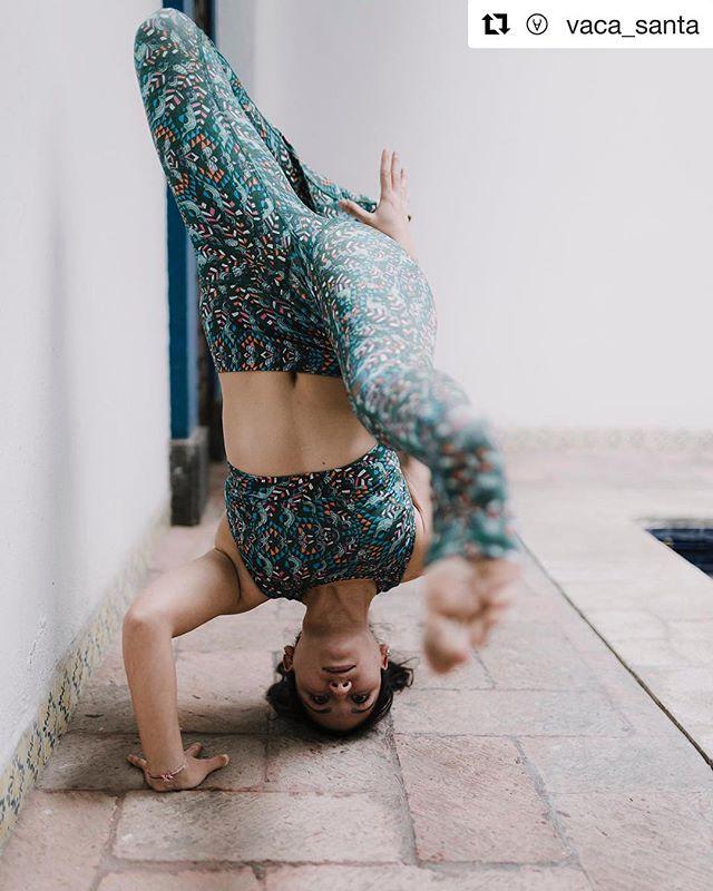 #Repost @vaca_santa with @get_repost ・・・ Últimas piezas de nuestro diseño favorito, creado por la ✨artista mexicana✨ @axr_fractals @rociom_yoga